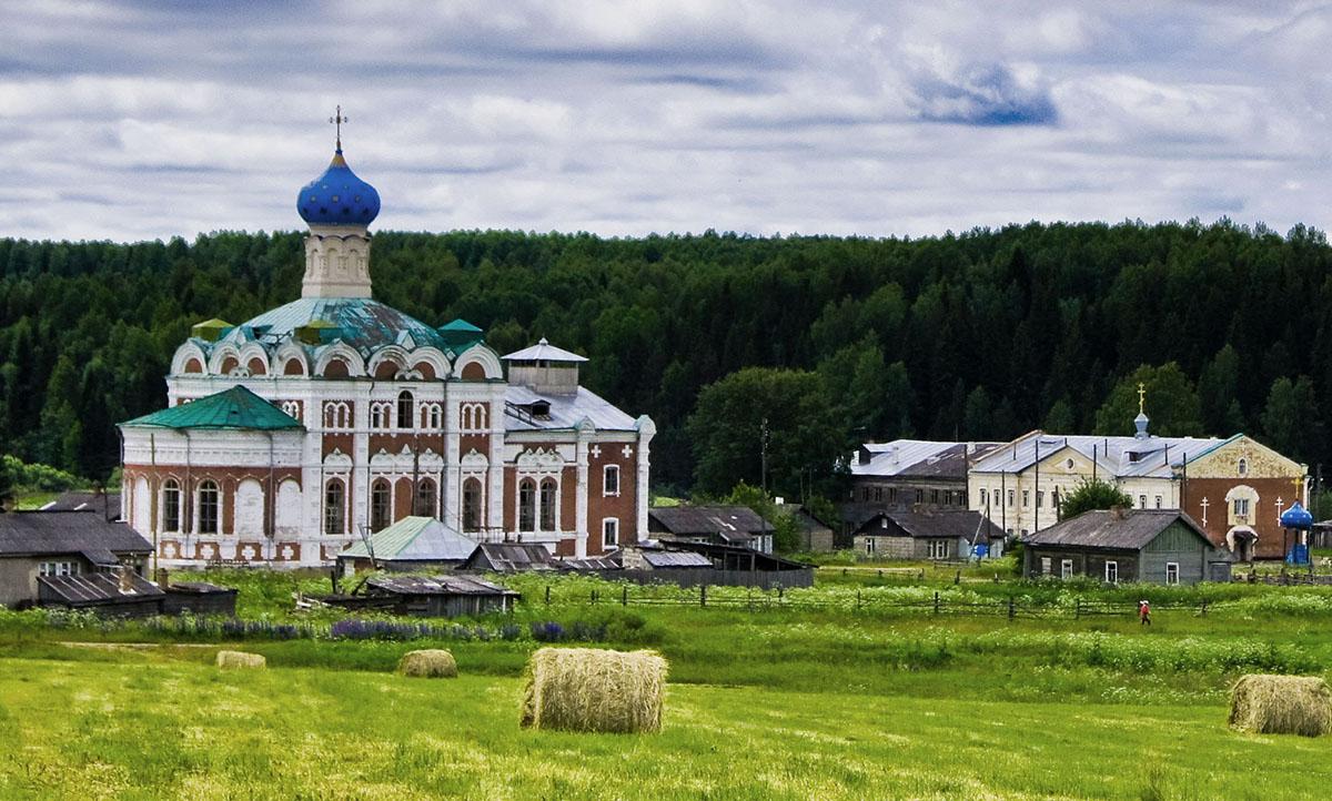 Крестовоздвиженский Кылтовский женский монастырь в республике Коми, который помогают восстанавливать бывшие бездомные