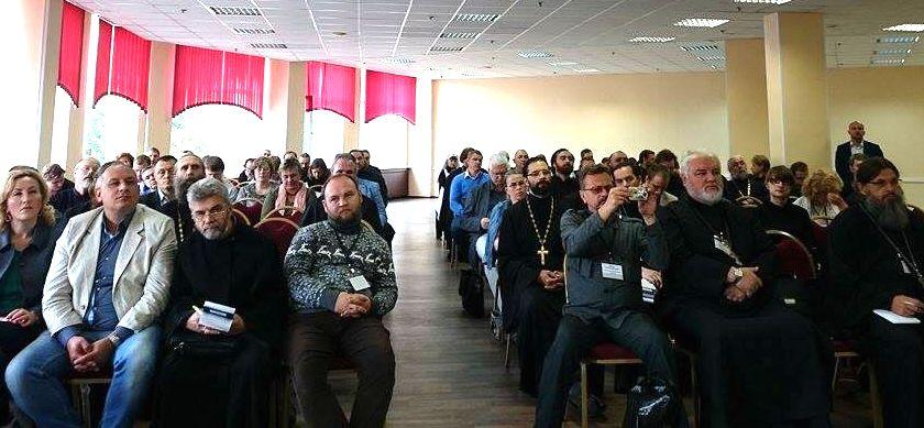 Участники секции «Участие добровольцев в развитии церковной системы помощи наркозависимым»