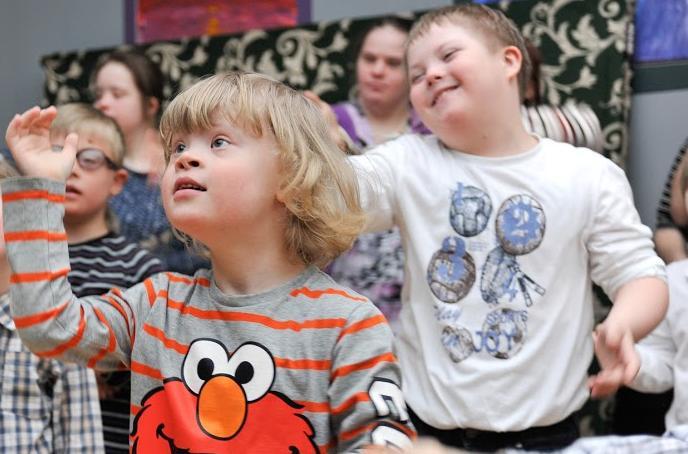 Семья вместо ПНИ: православные начнут устраивать в семьи отказников с синдромом Дауна