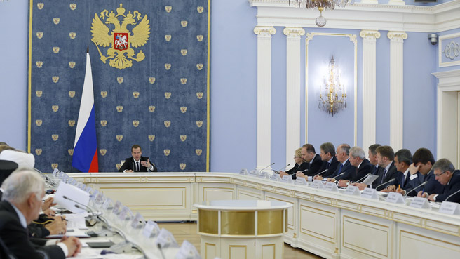 Председатель Правительства России Дмитрий Медведев поблагодарил религиозные и общественные организации за помощь в борьбе с распространением ВИЧ/СПИД