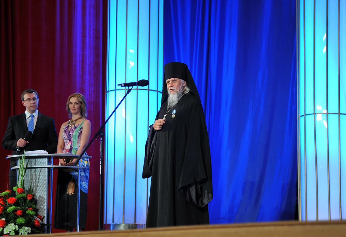 Священнослужителей наградили медалями МЧС России