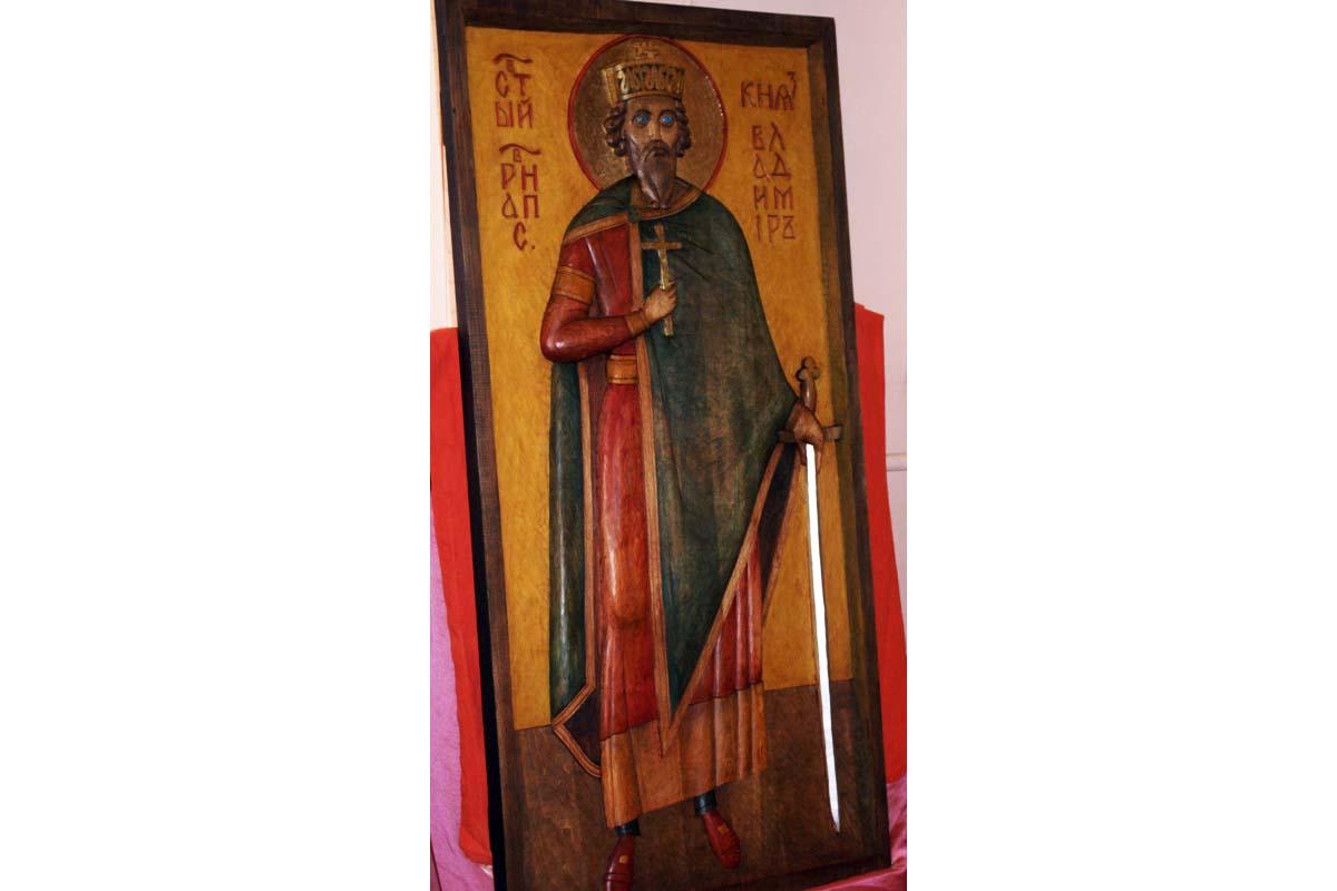 Синодальный отдел по благотворительности передал резную икону князя Владимира Новочеркасскому благочинию
