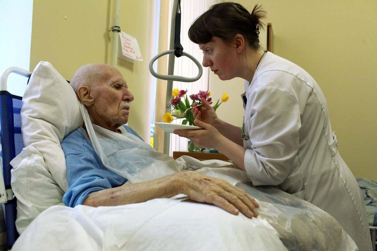 Служба «Милосердие» начинает бесплатные семинары по уходу за тяжелобольными