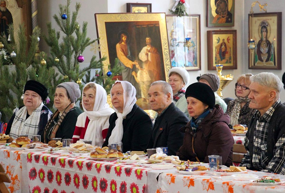 Рождественский праздник для ветеранов в храме Всех святых в земле Российской просиявших в Новокосино