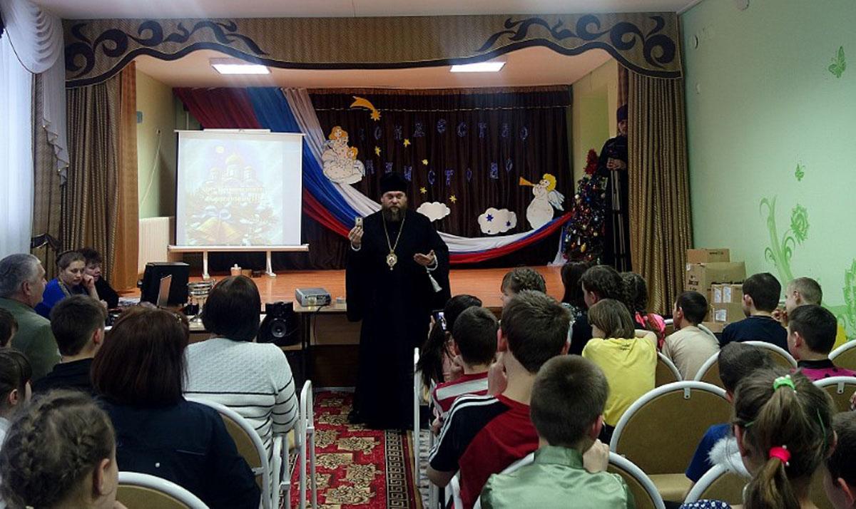 В святочные дни епископ Карасукский и Ордынский Филипп посетил детские туберкулезные санатории и школу-интернат для сирот в Новосибирской области