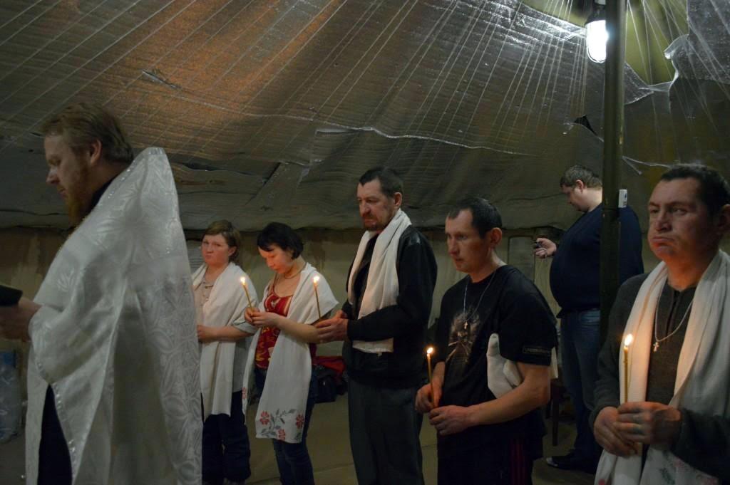 Пункт обогрева для бездомных стал местом крещения