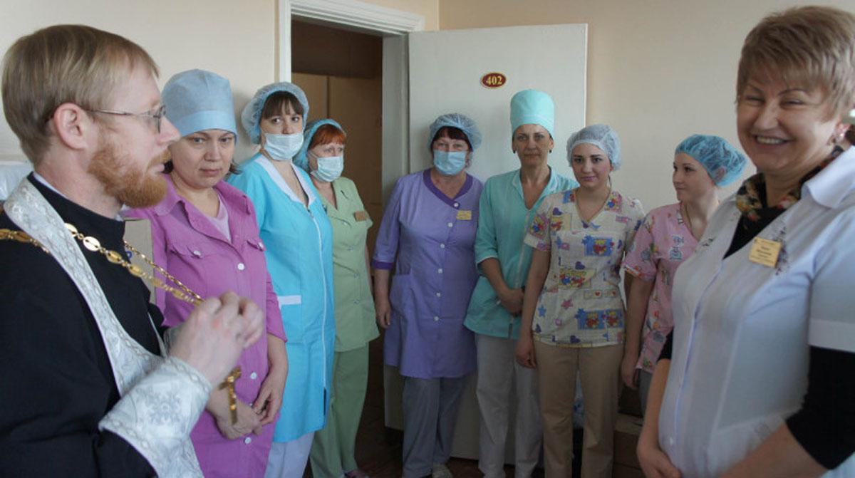 Прихожане Благовещенской епархии передали медицинское оборудование детской больнице