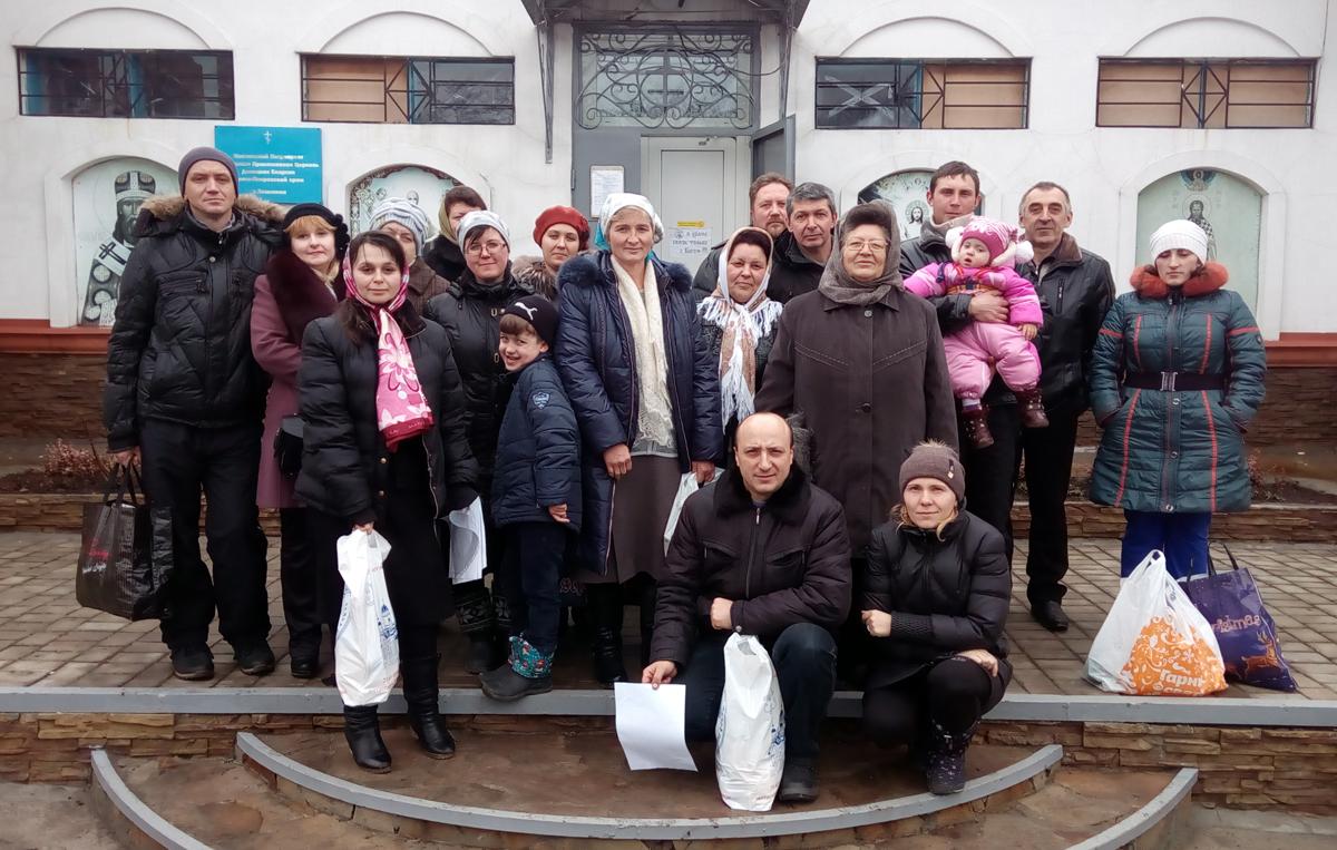 Прихожане Покровского храма поселка Землянки