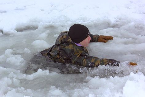 Священник спас из ледяной воды тонущего рыбака
