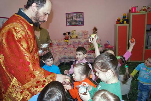На Пасху около 22 тысяч нуждающихся получат подарки от службы «Милосердие»