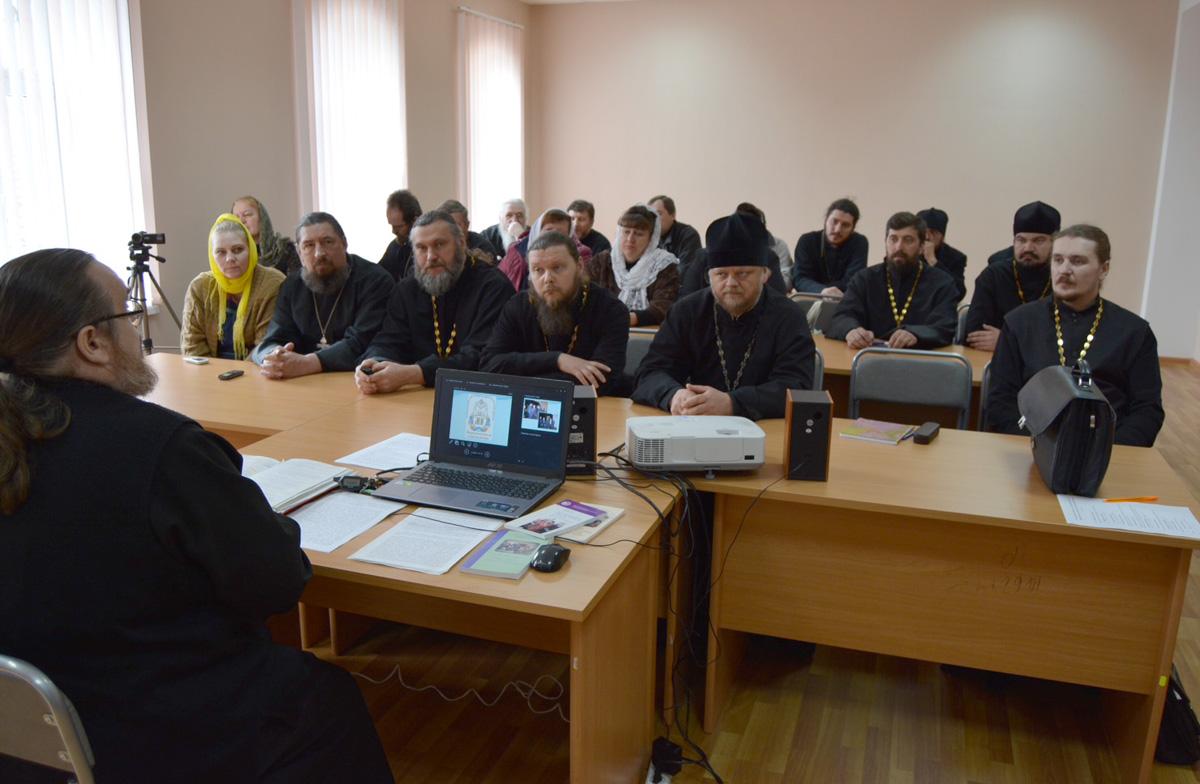 Практические вопросы помощи алкоголезависимым обсудили в Клинцах