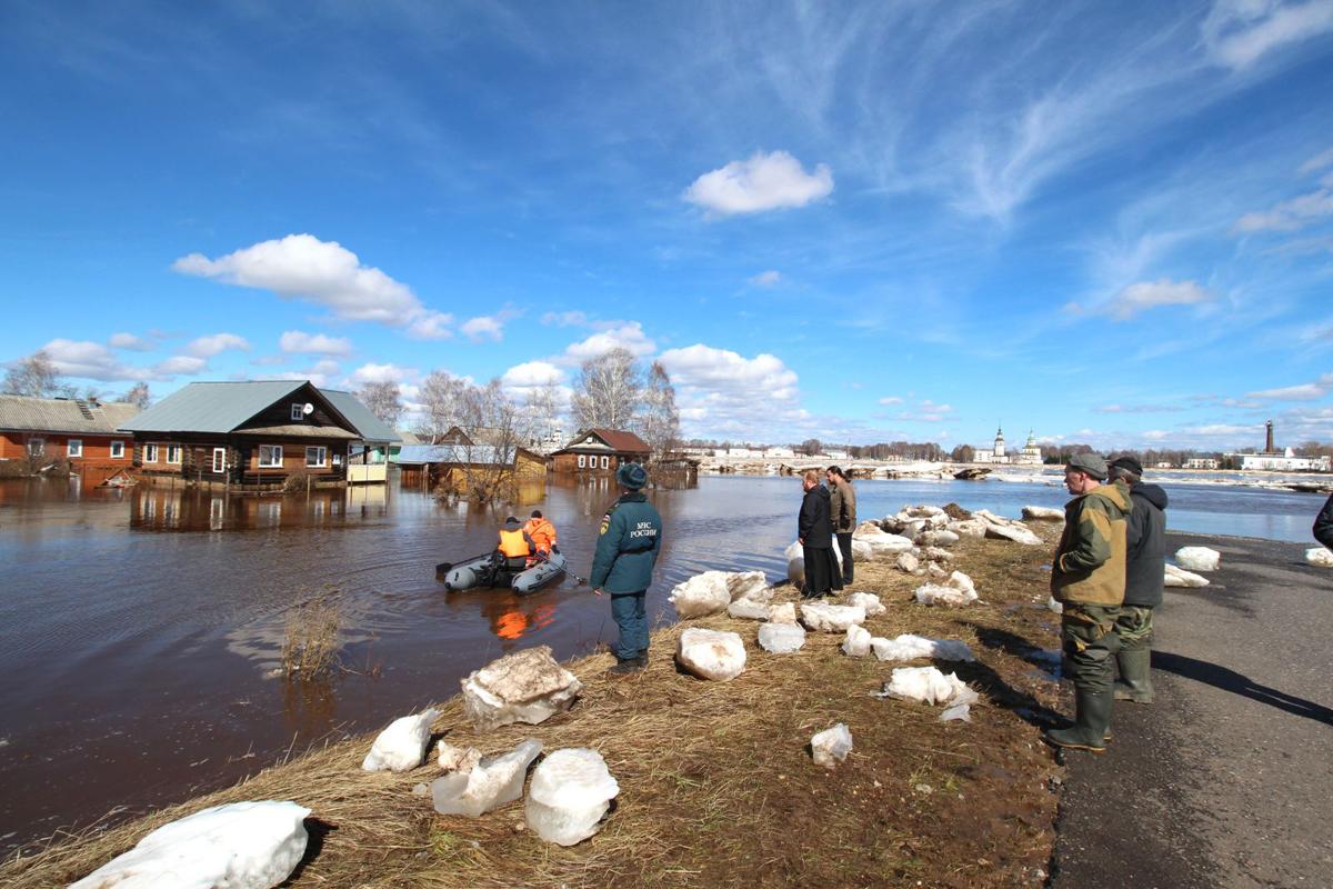 Наводнение в Вологодской области: вода спадает, помощь по–прежнему требуется