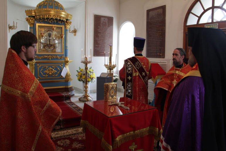 В Благовещенской епархии молятся о дожде и собирают помощь погорельцам