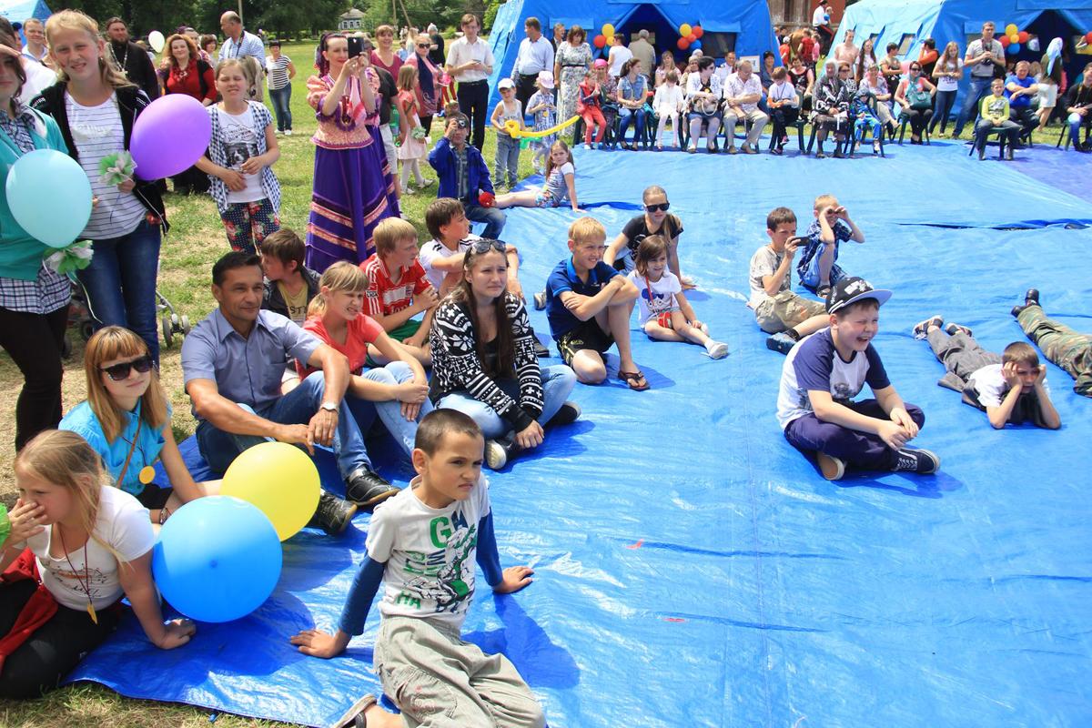 Воспитанники церковного реабилитационного центра для наркозависимых помогли организовать праздник для детей с ограниченными возможностями