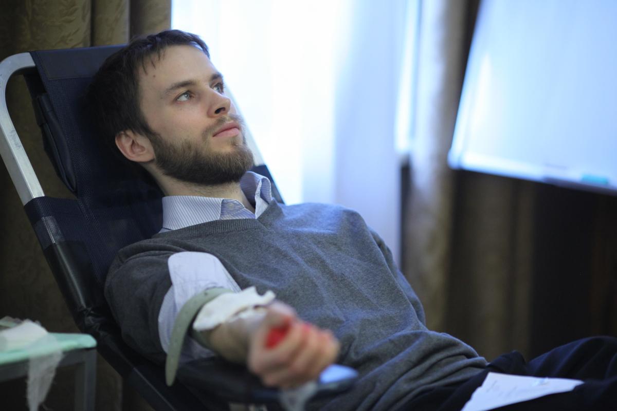 Согласно требованиям Московской областной станции переливания крови, которая осуществляет сбор крови, в акции может принять участие любой здоровый человек старше 18 лет, зарегистрированный в России