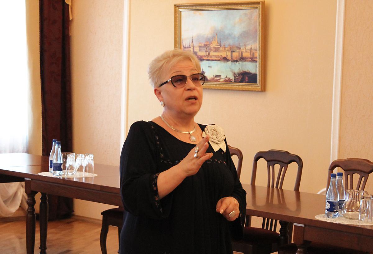 Занятия в рамках первого модуля провела эксперт и преподаватель жестового языка Валентина Камнева, заведующая лабораторий русского жестового языка в РГСУ