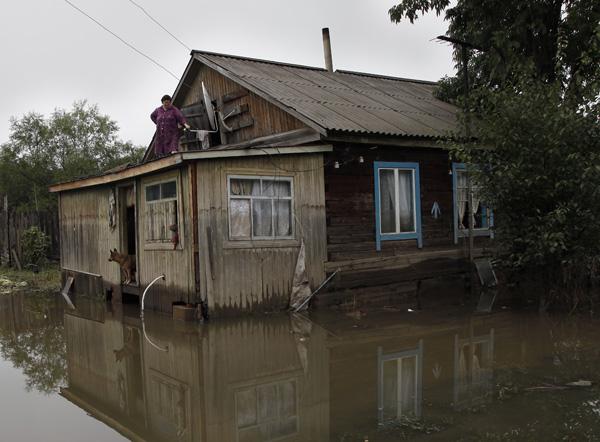 «На нас идет вода». Как сотрудники Синодального отдела помогают жителям затопленных поселков Приморья