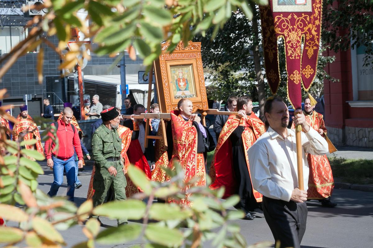 Крестный ход в Красноярске в День трезвости