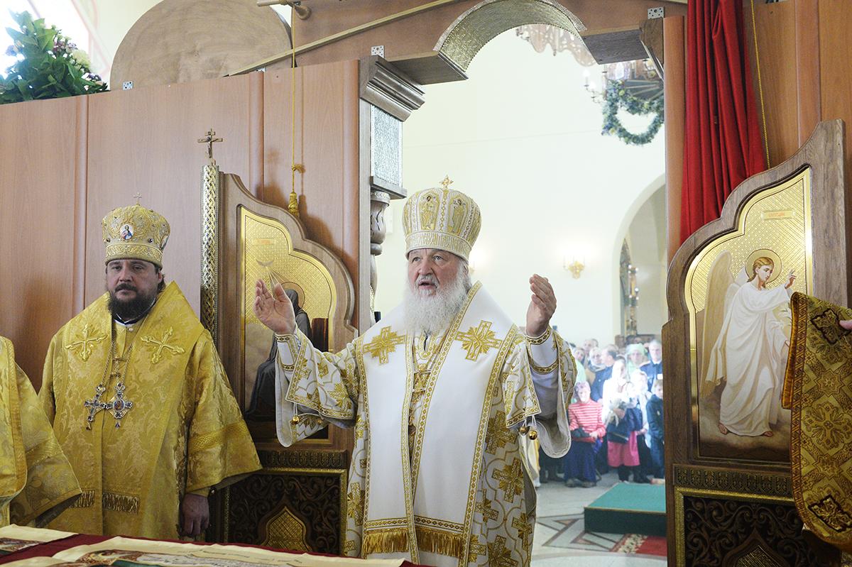 Патриарх Кирилл впервые совершил Литургию с сурдопереводом