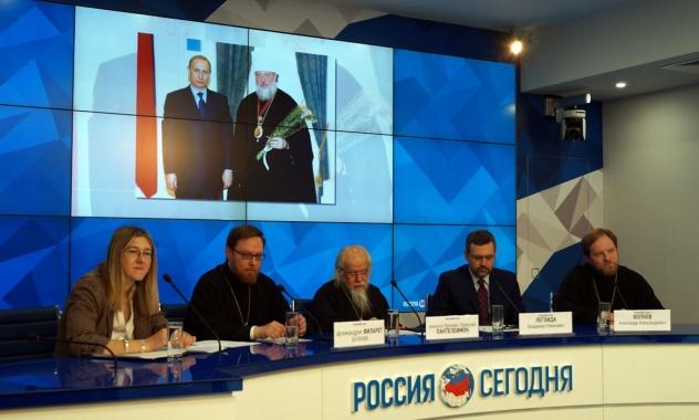 Патриарх Кирилл попросил не дарить ему цветы на 70-летие, а направить средства на благотворительность
