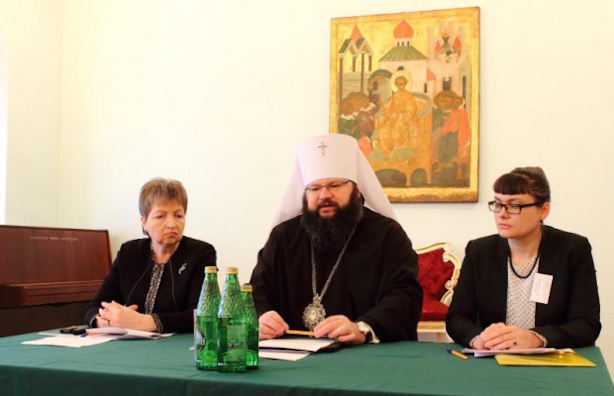 В Смоленской епархии обсудили проблемы отцовства, материнства и детства