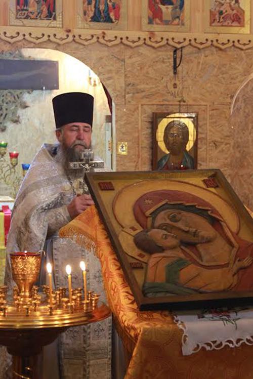 Тактильная икона Божией Матери передана строящемуся храму Переславской епархии