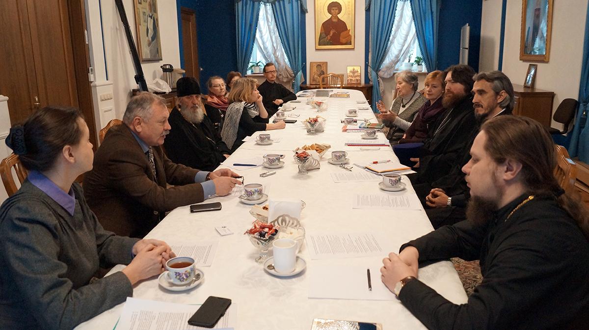 В Москве обсудили вопросы церковной помощи глухим и слепоглухим людям
