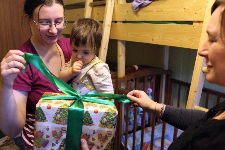 «Дари радость на Рождество»: «Милосердие» собирает подарки для нуждающихся