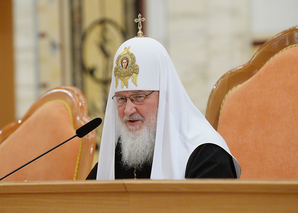 Патриарх Кирилл предложил заменить обычай преподносить Предстоятелю на праздники цветы сбором средств в пользу социальных учреждений