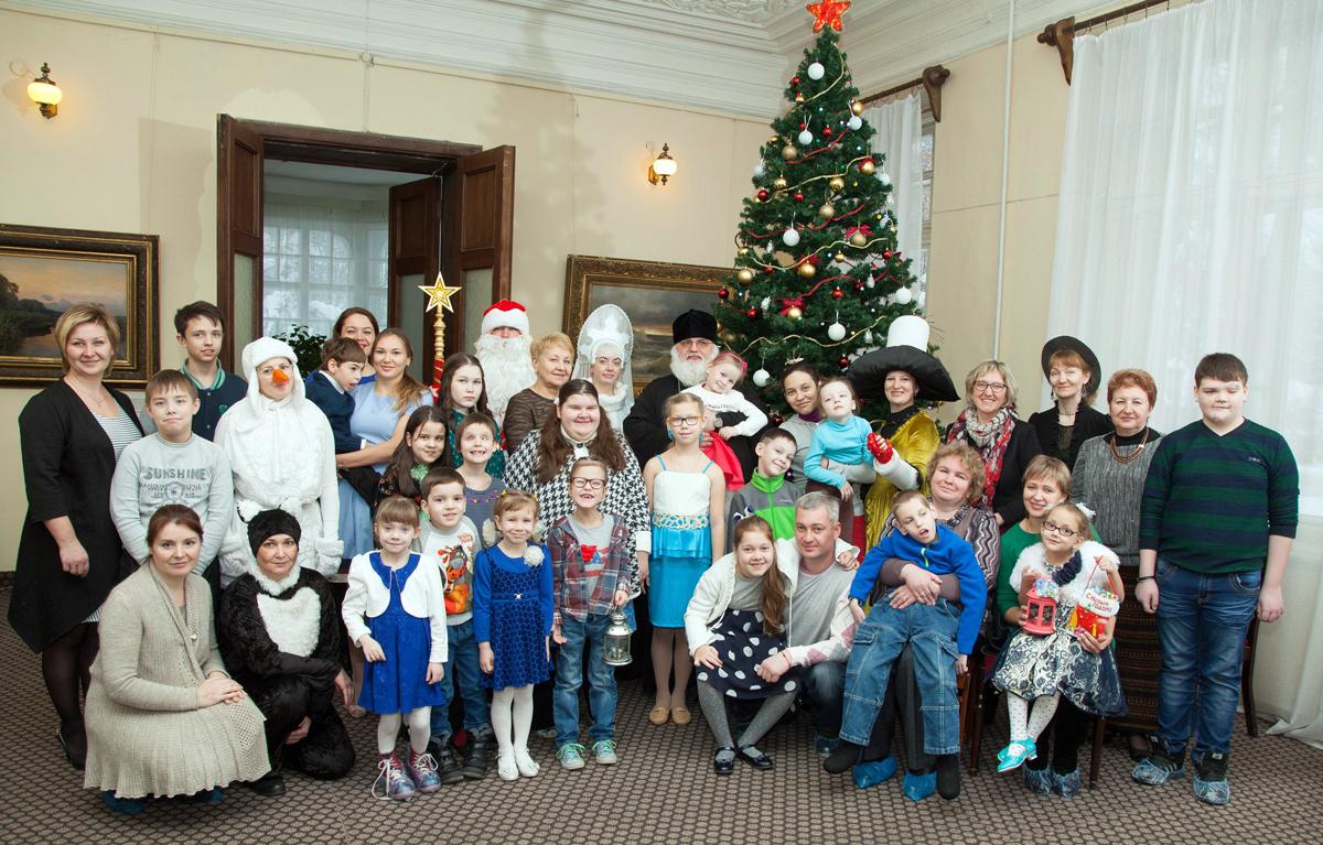 Архиерейская Рождественская елка для детей-инвалидов в Сарапуле