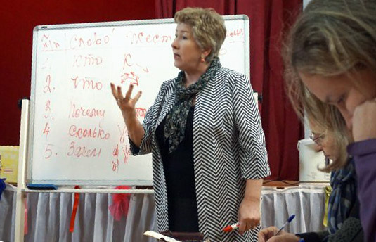 Базовый курс обучения в Нижнем Новгороде проведет директор учебно-методического центра, педагог и сурдопереводчик Всероссийского общества глухих Людмила Осокина