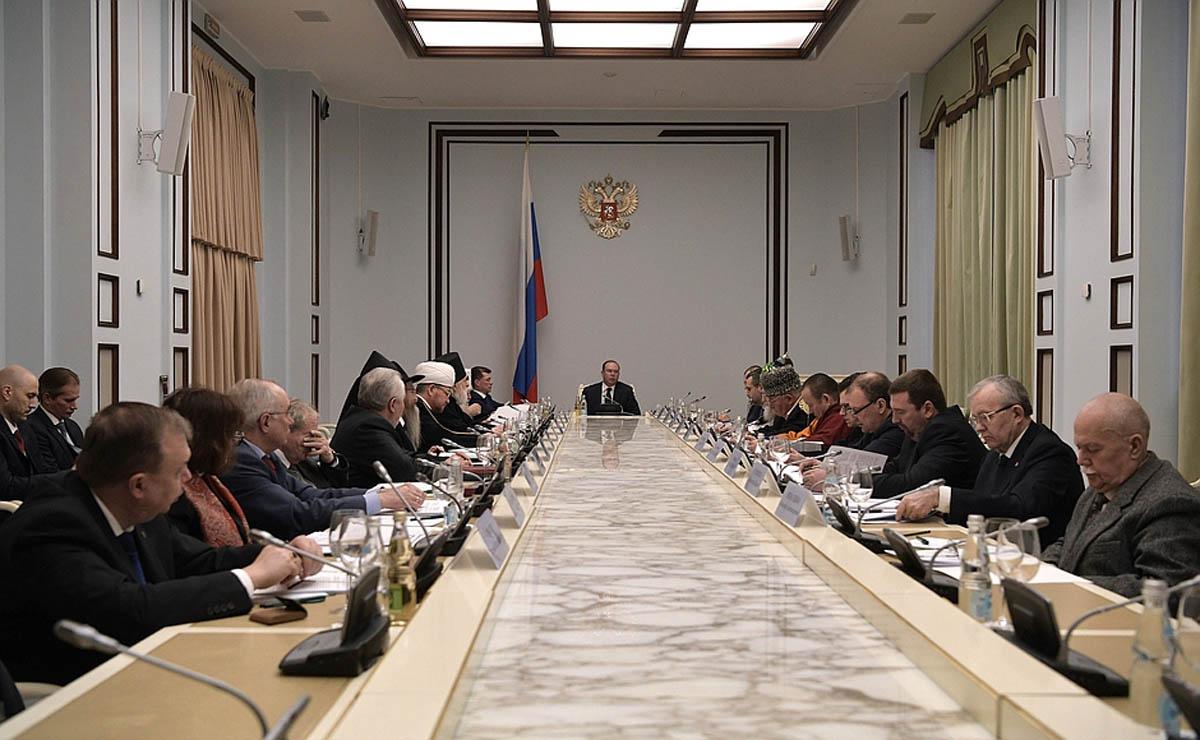 На президентском совете по взаимодействию с религиозными объединениями обсудили развитие социального служения