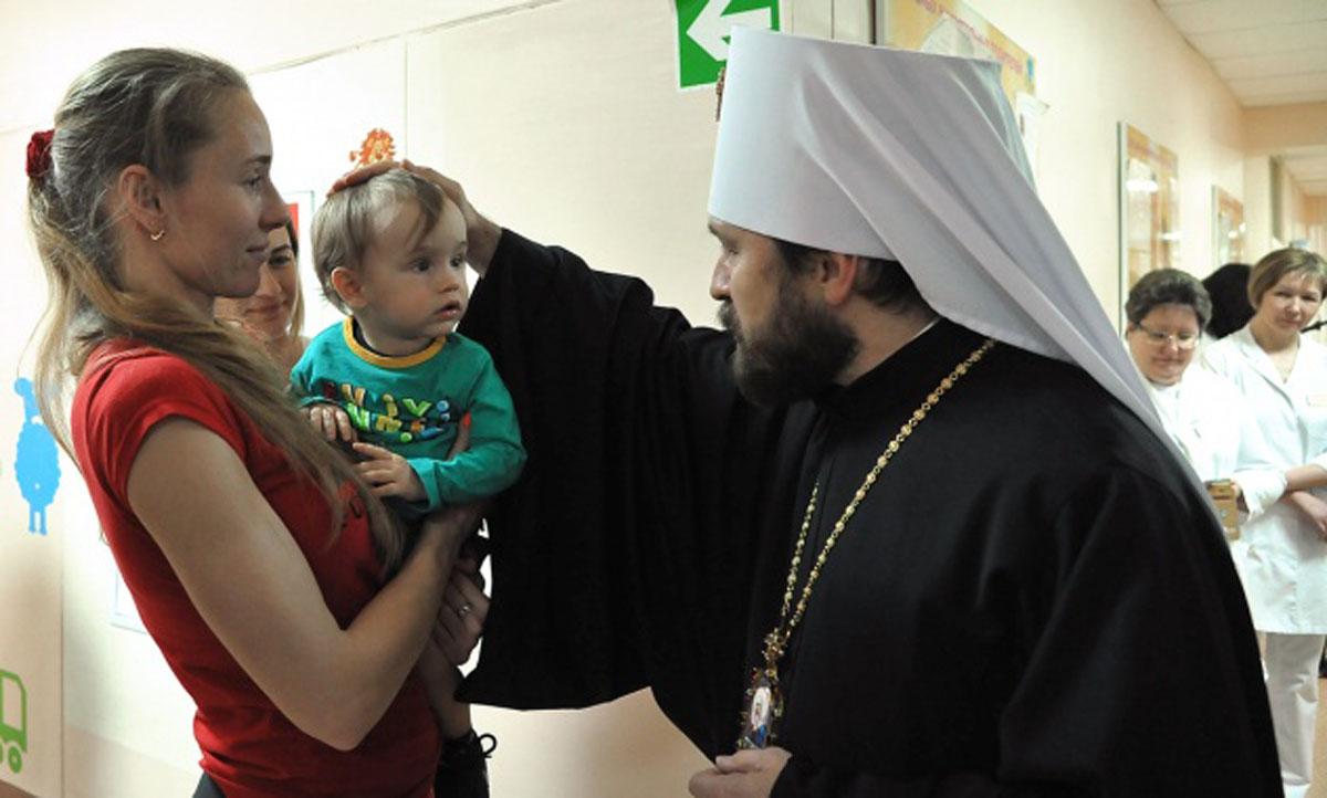 В Светлый понедельник митрополит Волоколамский Иларион посетил пациентов Московского центра детской психоневрологии