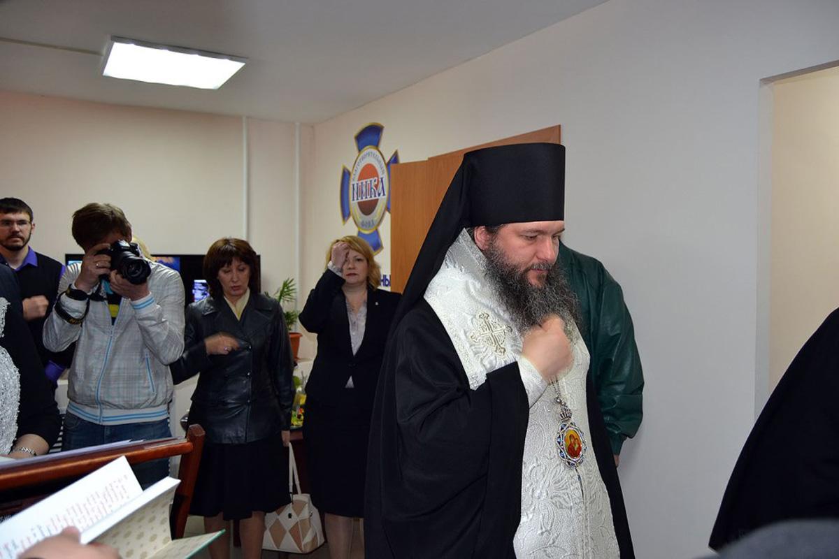 Епископ Среднеуральский Евгений освящает помещения нового центра
