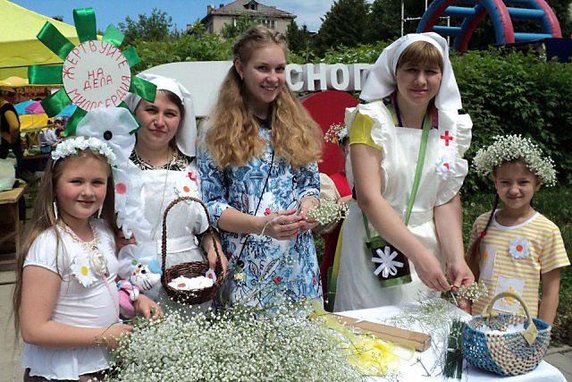 Средства, собранные на празднике «Белый цветок» в Ясногорске, направят на помощь детям с ДЦП