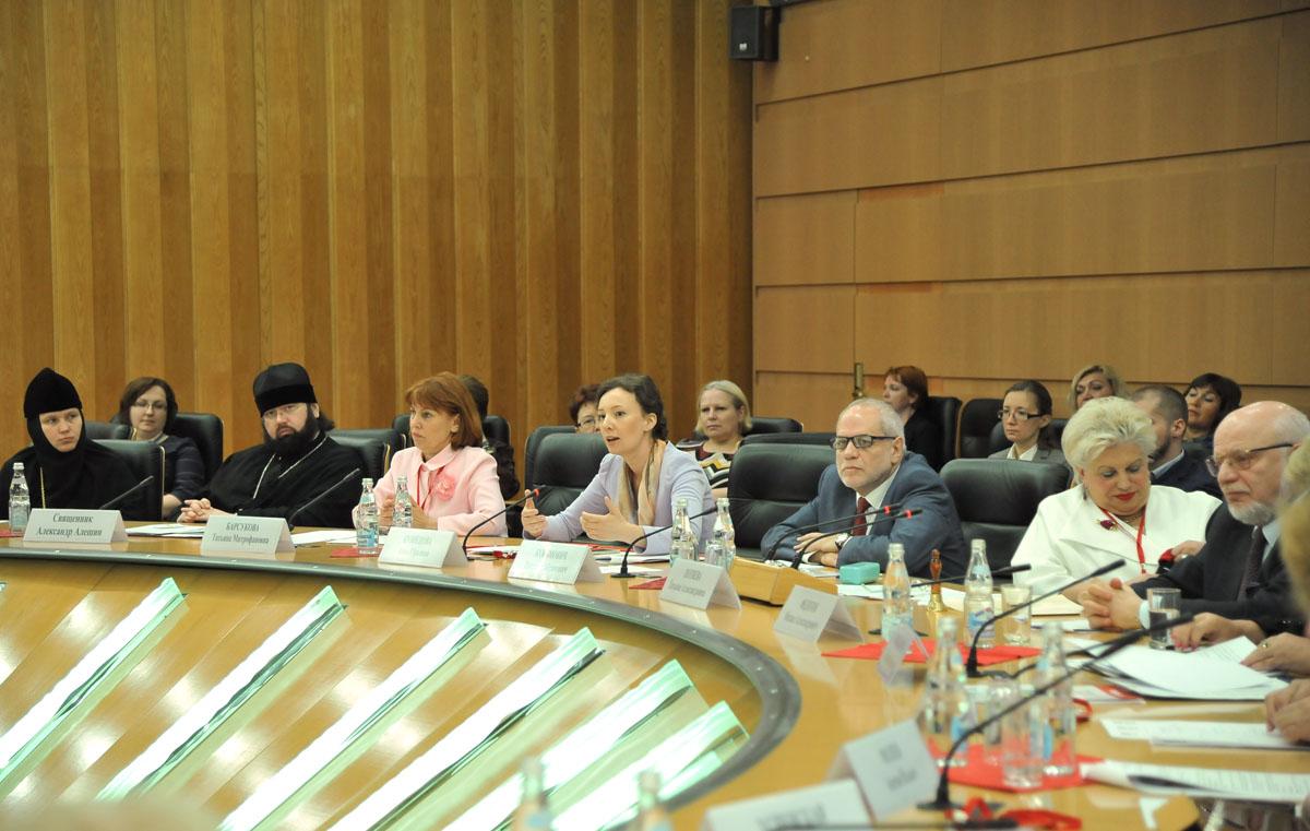 На открытии форума в Москве 15 июня выступила уполномоченный при Президенте РФ по правам ребенка Анна Кузнецова