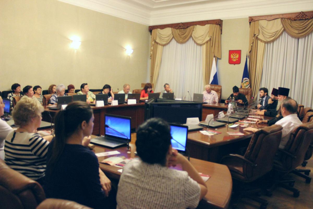Представители Церкви приняли участие в круглом столе в защиту семейных ценностей