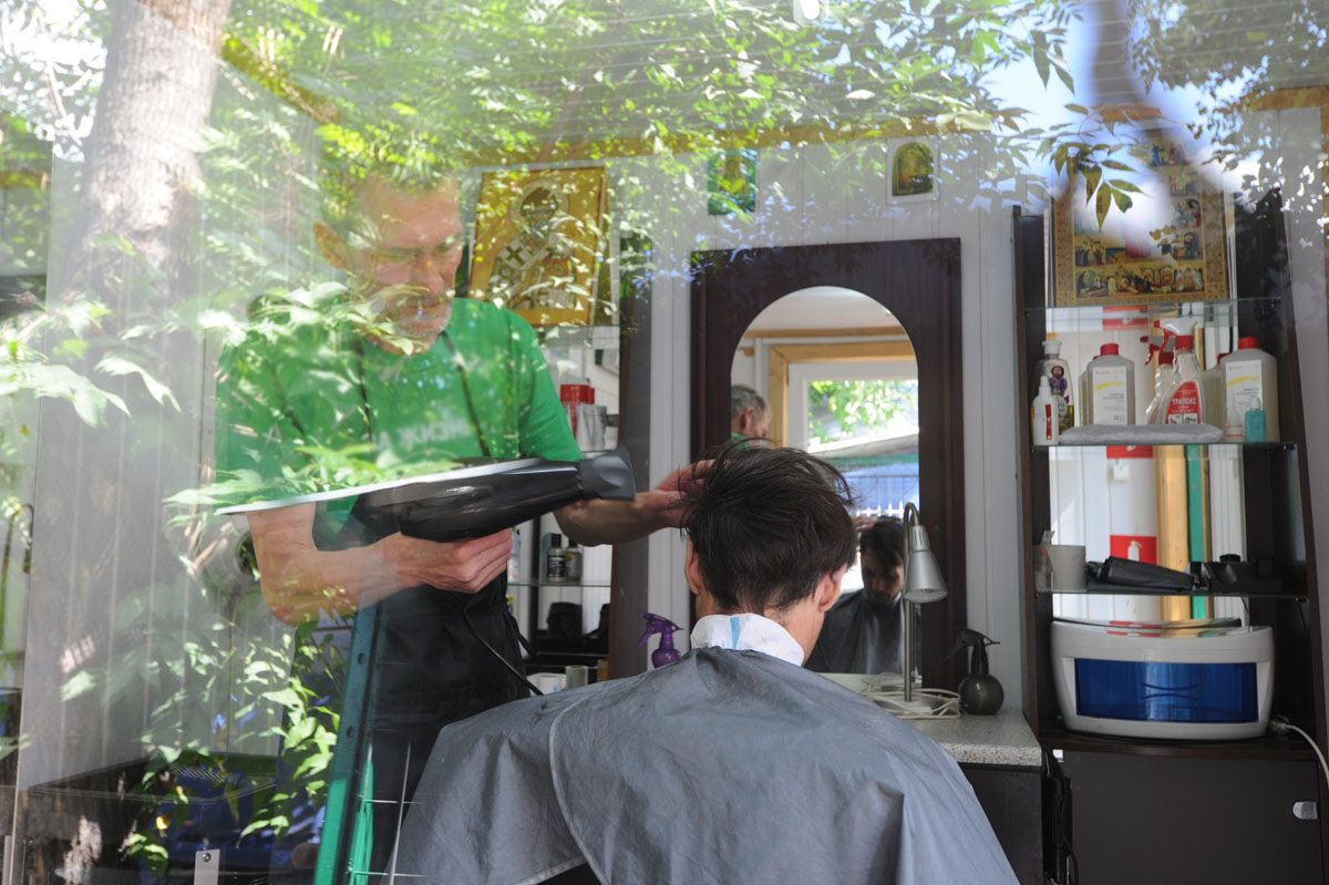 Бесплатная парикмахерская для бездомных за два года приняла 5 тысяч человек