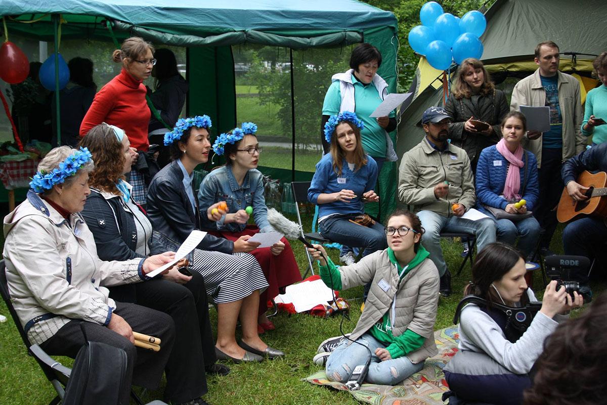 Музыкальные волонтеры московского Фонда помощи людям с БАС «Живи сейчас»