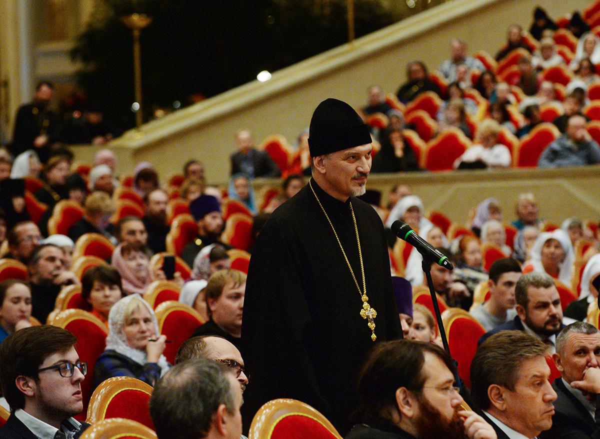 Святейший Патриарх Кирилл: В епархиях целесообразно создать координационные советы по аналогии с Высшим Церковным Советом