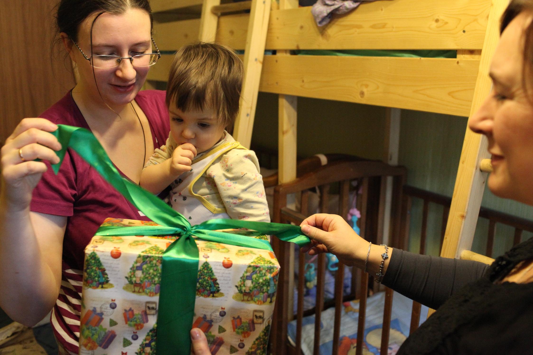 «Дари радость на Рождество»: служба «Милосердие» открыла сбор подарков для нуждающихся