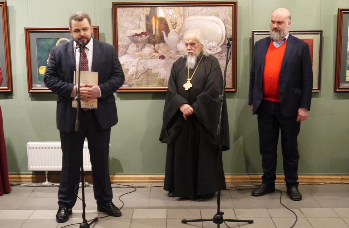 Слева направо: главный врач больницы святителя Алексия Алексей Заров, заместитель председателя попечительского совета больницы епископ Пантелеимон и народный художник РФ Сергей Андрияка
