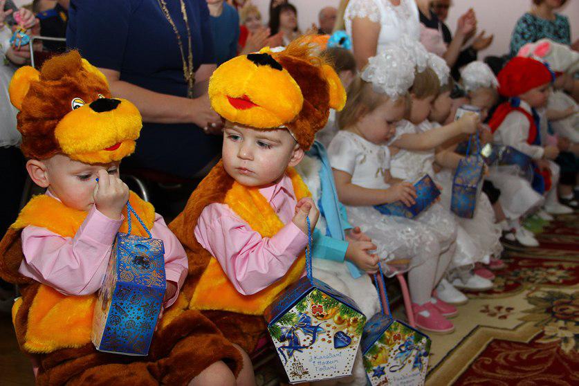В Гродно в рамках благотворительной акции «Рождественское чудо» более 250 детей получили подарки