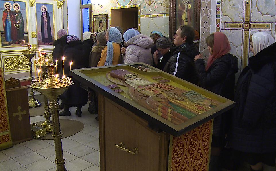 В храм в Раменском передана тактильная икона святителя Луки Крымского