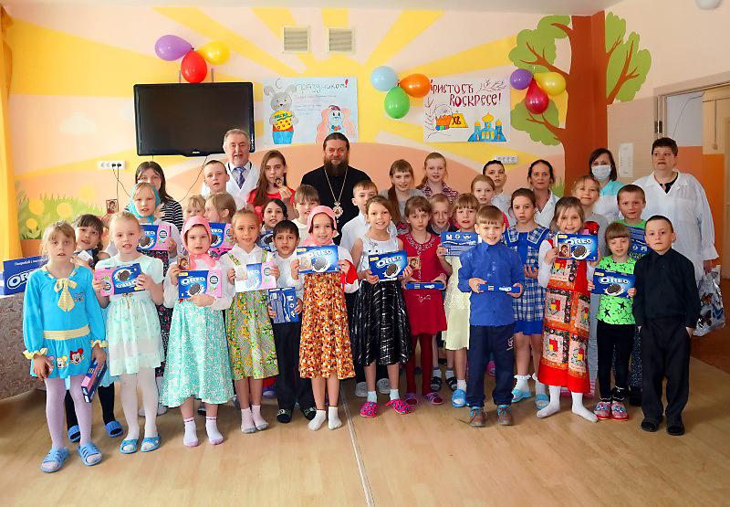 Епископ Филипп поздравил с Пасхой детей в туберкулезном санатории, доме инвалидов и интернате Новосибирска