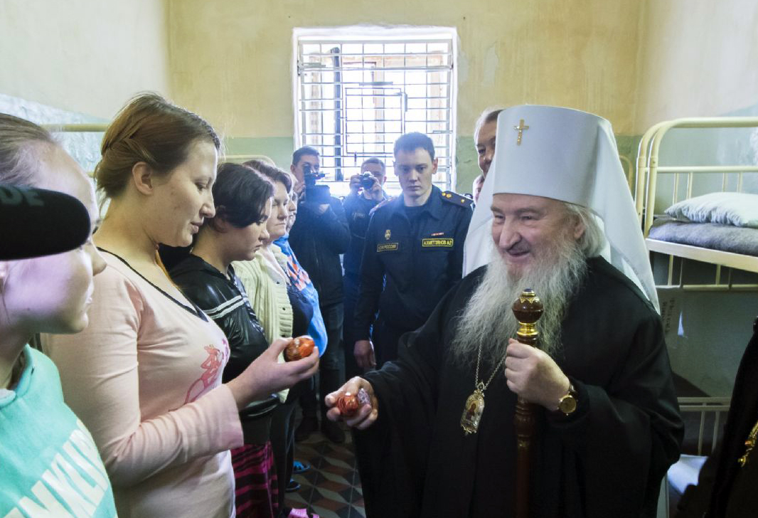 В Праздник Пасхи глава Татарстанской митрополии посетил СИЗО города Казани
