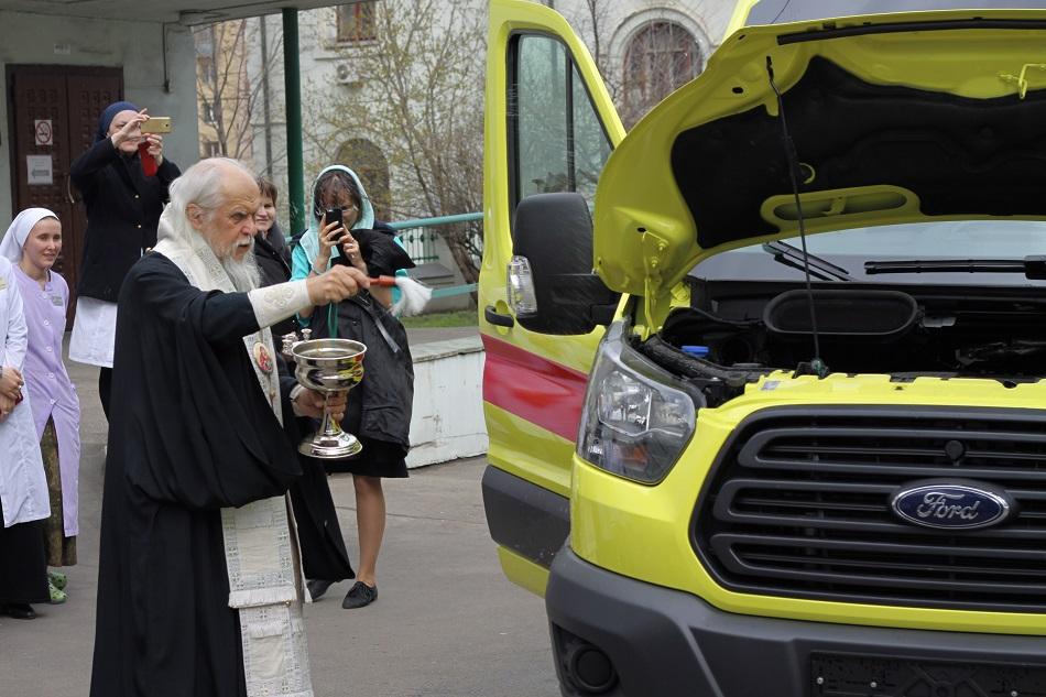 Чин освящения нового автомобиля скорой помощи