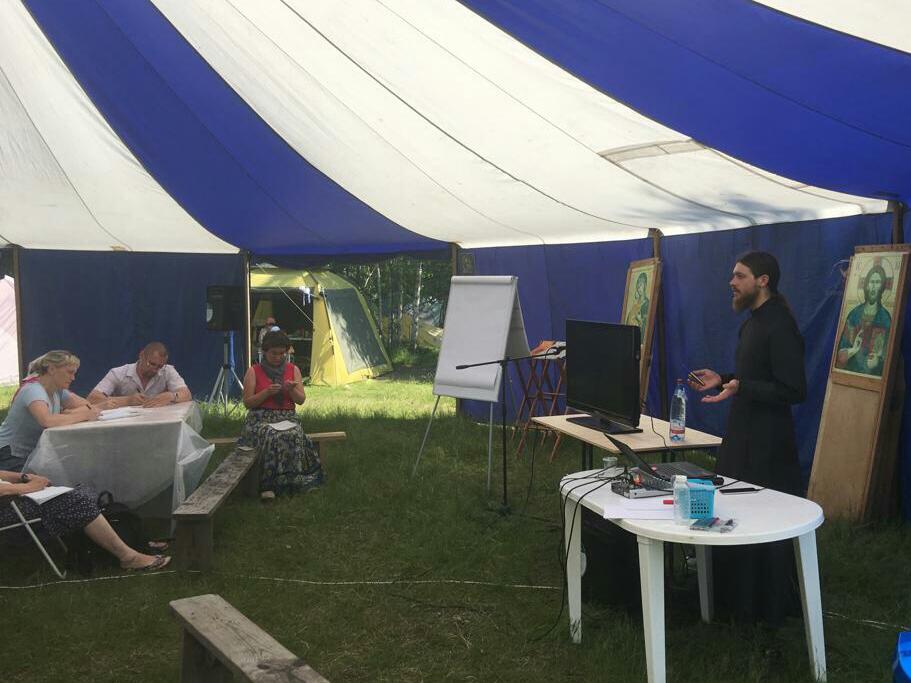 Представитель Синодального отдела рассказал об организации добровольческих служб на международном форуме «Увильды 2018»