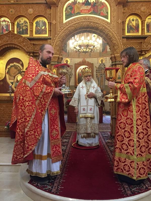 Епископ Пантелеимон возглавил Божественную литургию в храме святых Новомучеников и Исповедников Российских в Бутове