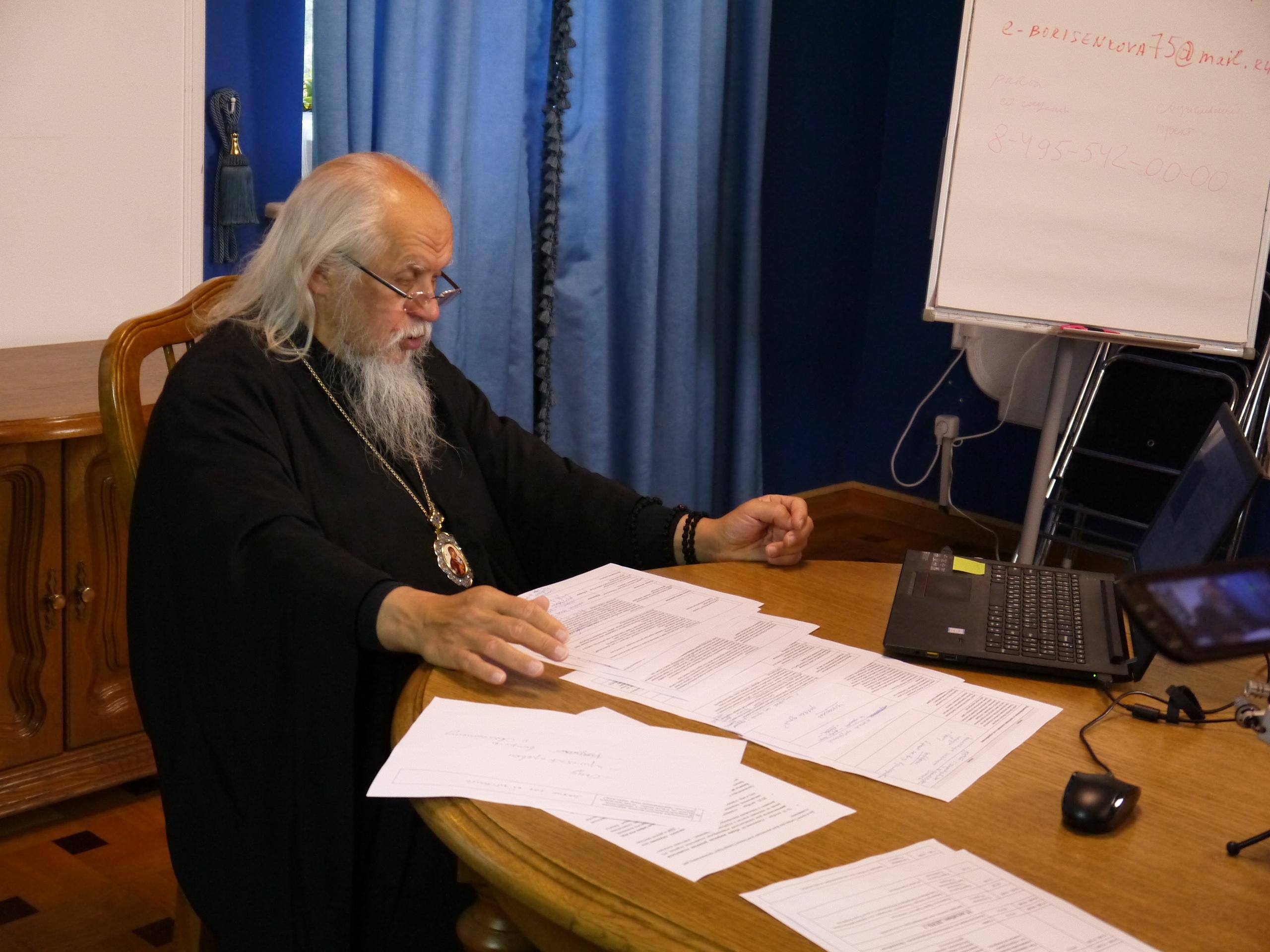 Епископ Орехово-Зуевский отвечает на вопросы участников совещания